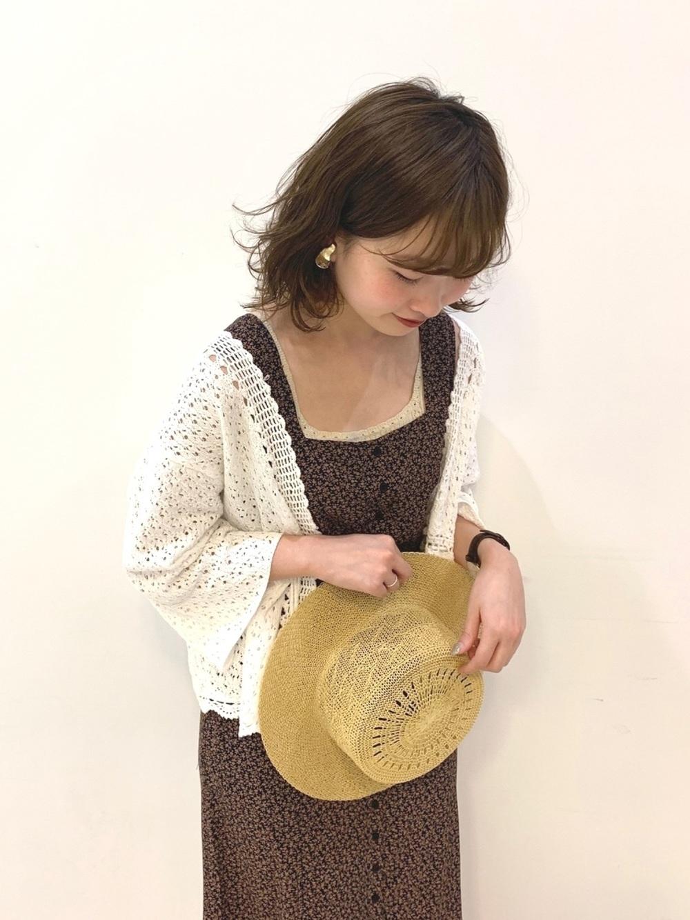 透かし編み素材で夏っぽさを