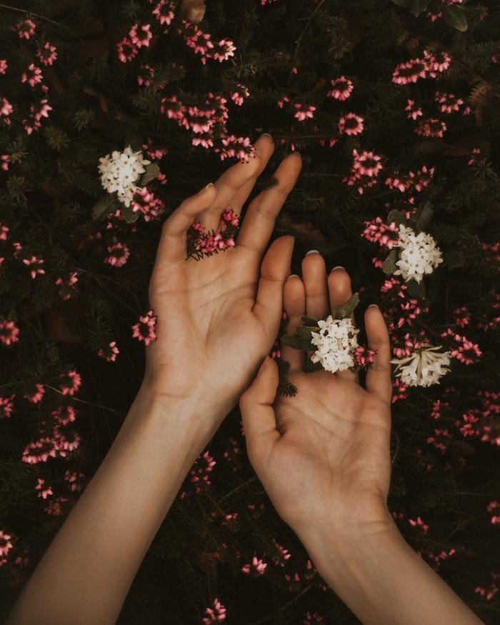 つける指の位置のそれぞれの意味とは♡