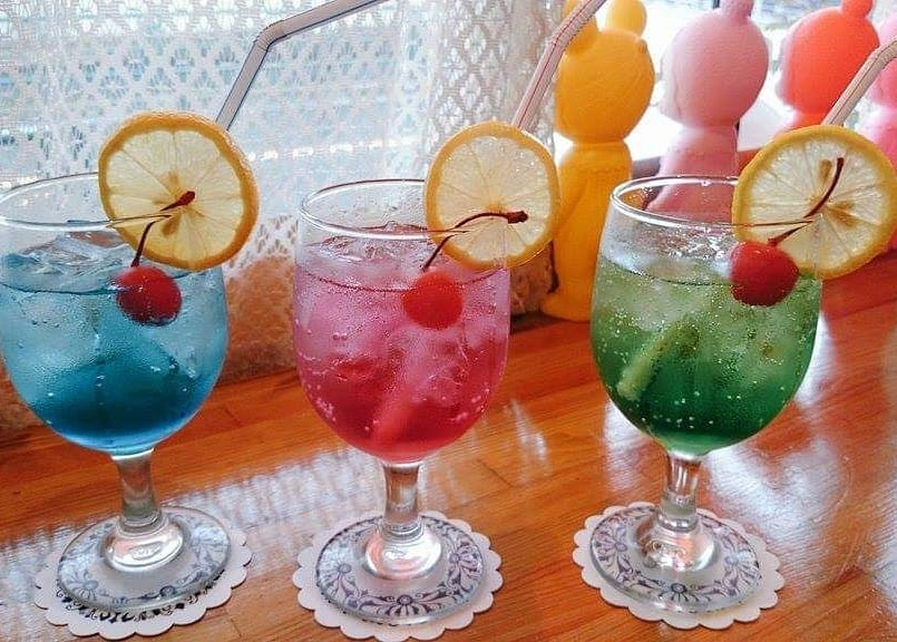 昭和レトロ喫茶「セピア」のソーダ水