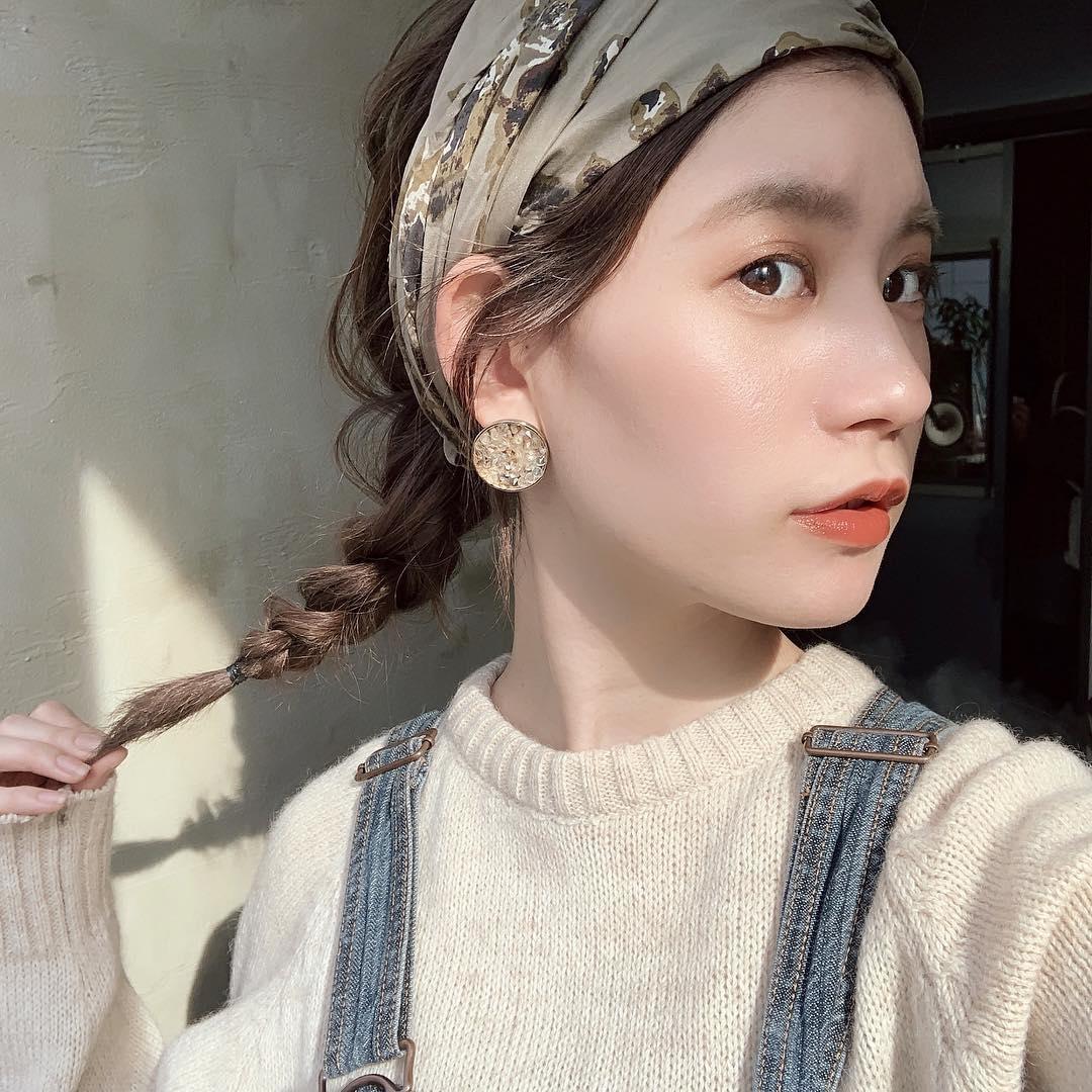華奢な編み込みヘアはおくれ毛なしでも可愛く