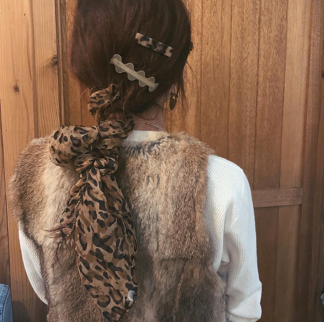スカーフを巻いたら伸ばしかけヘアも長さ詐欺♡