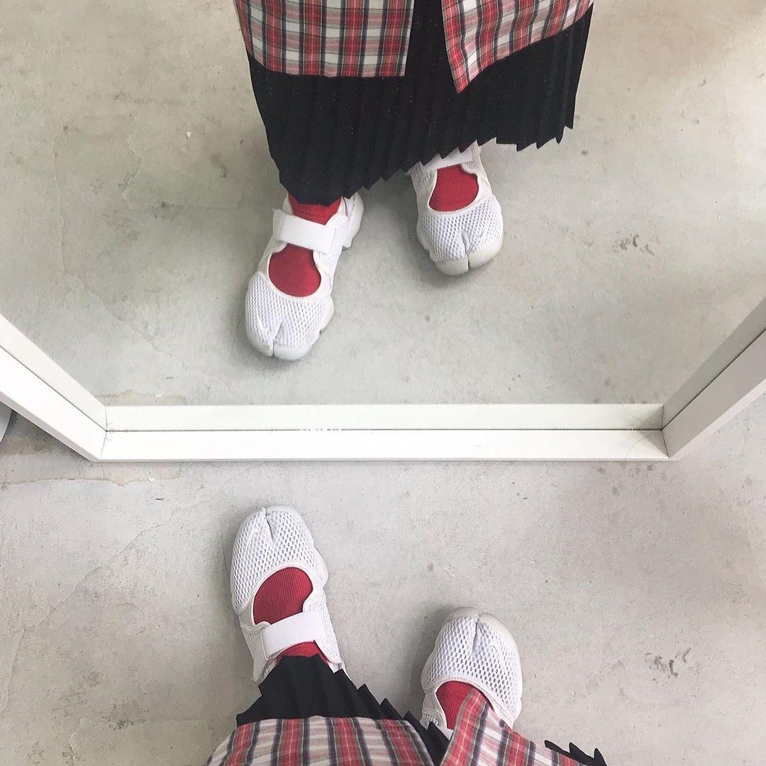 足袋の形になっているけど、靴下は?