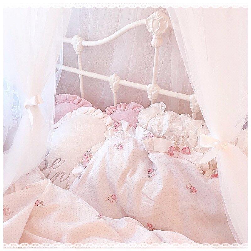 ベッド周りにクッション+で可愛さアップ♡