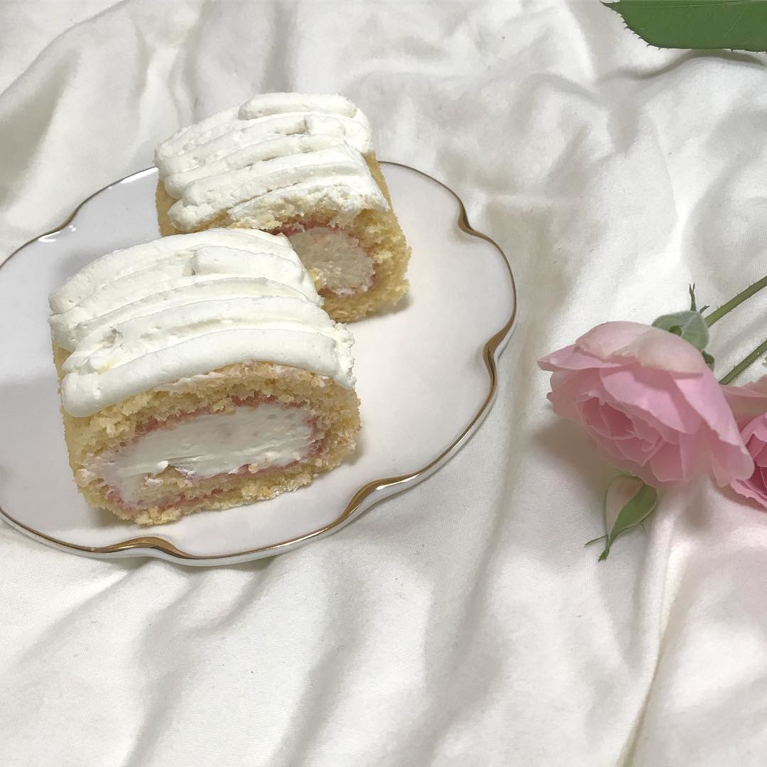 巻いて完成「チーズクリームのロールケーキ」