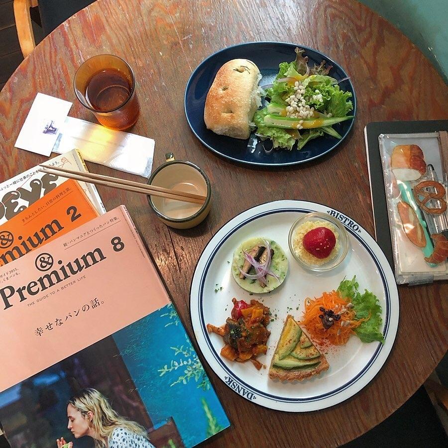 2▷&Premium