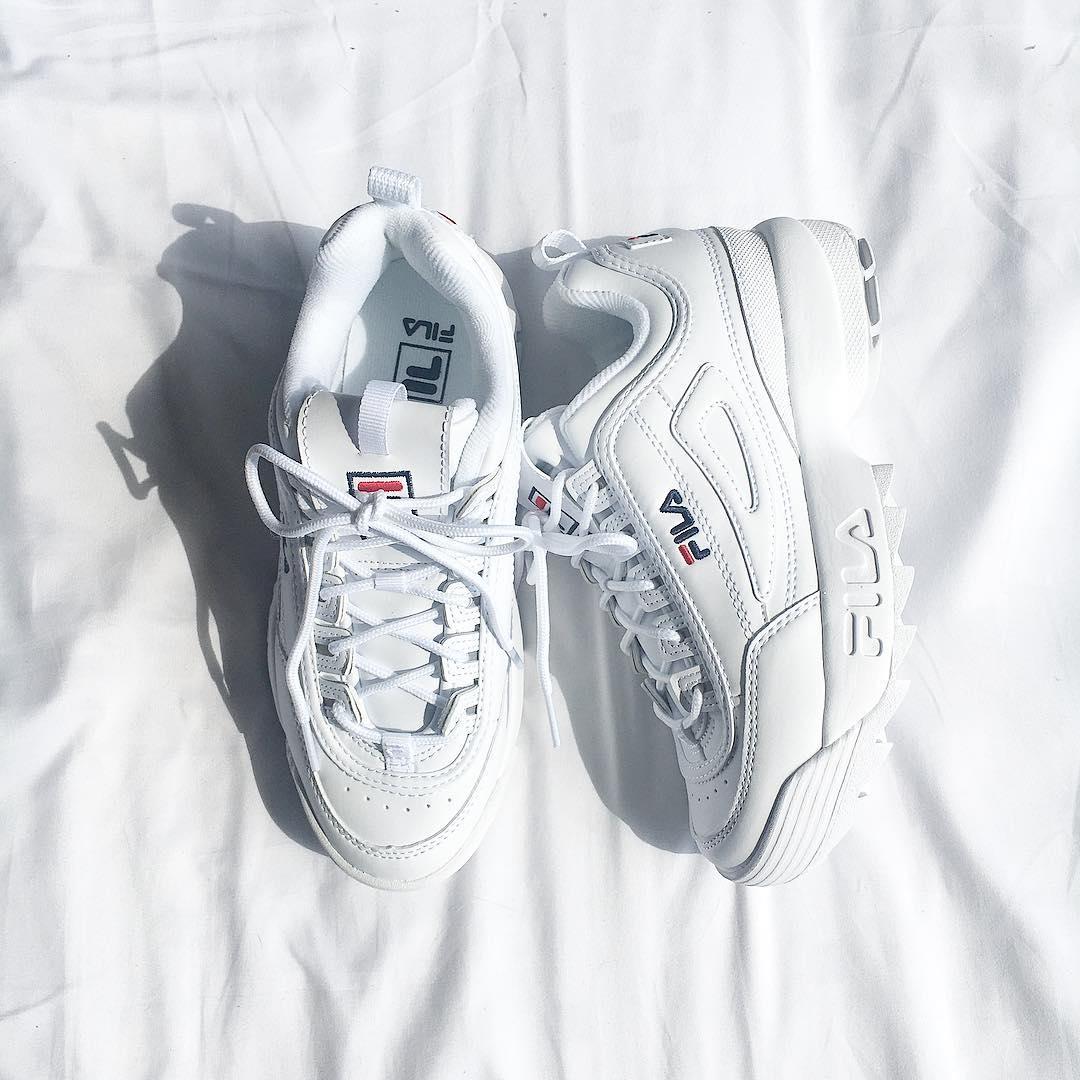 白いスニーカー