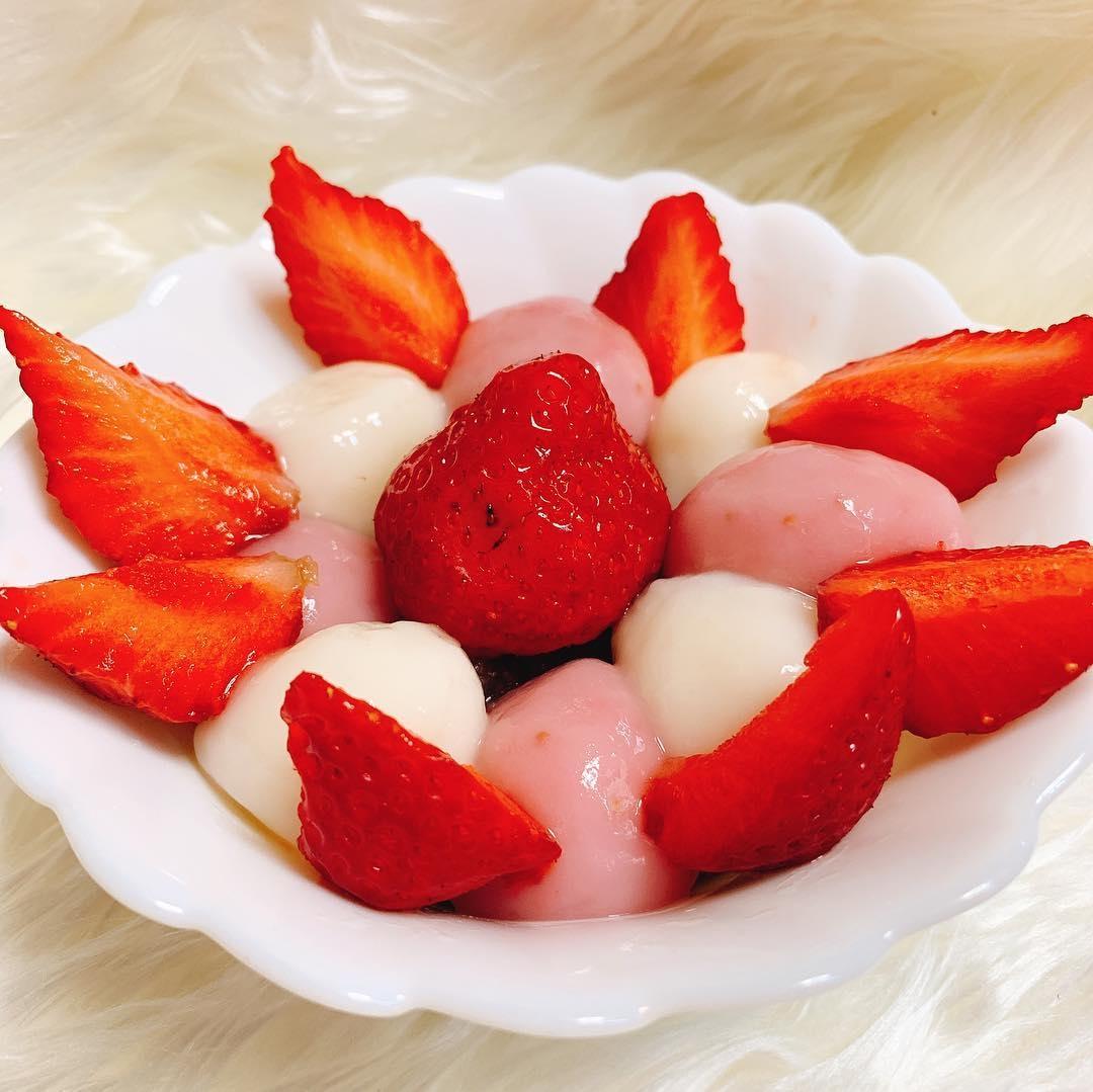 ピンクの苺白玉