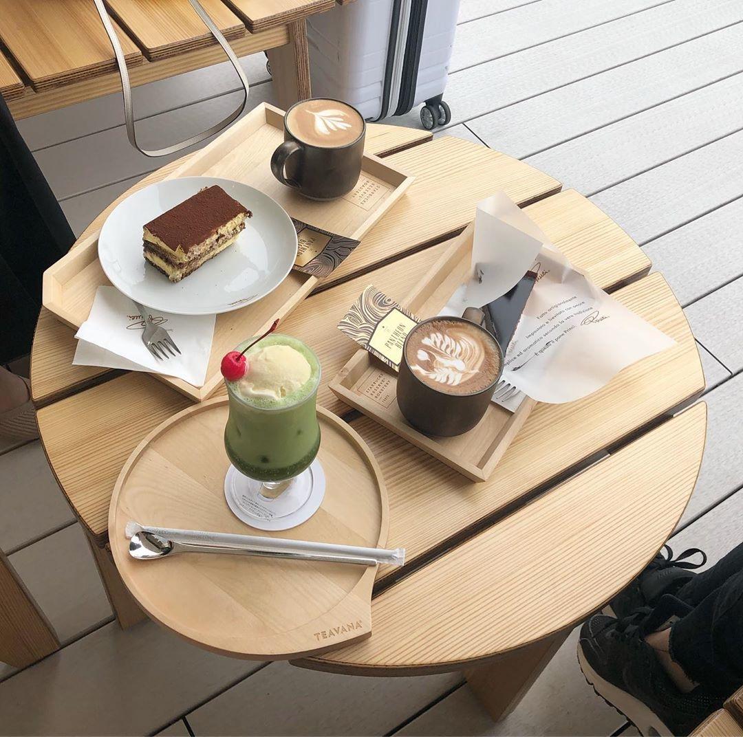 贅沢なクリームソーダで、至福のひとときを