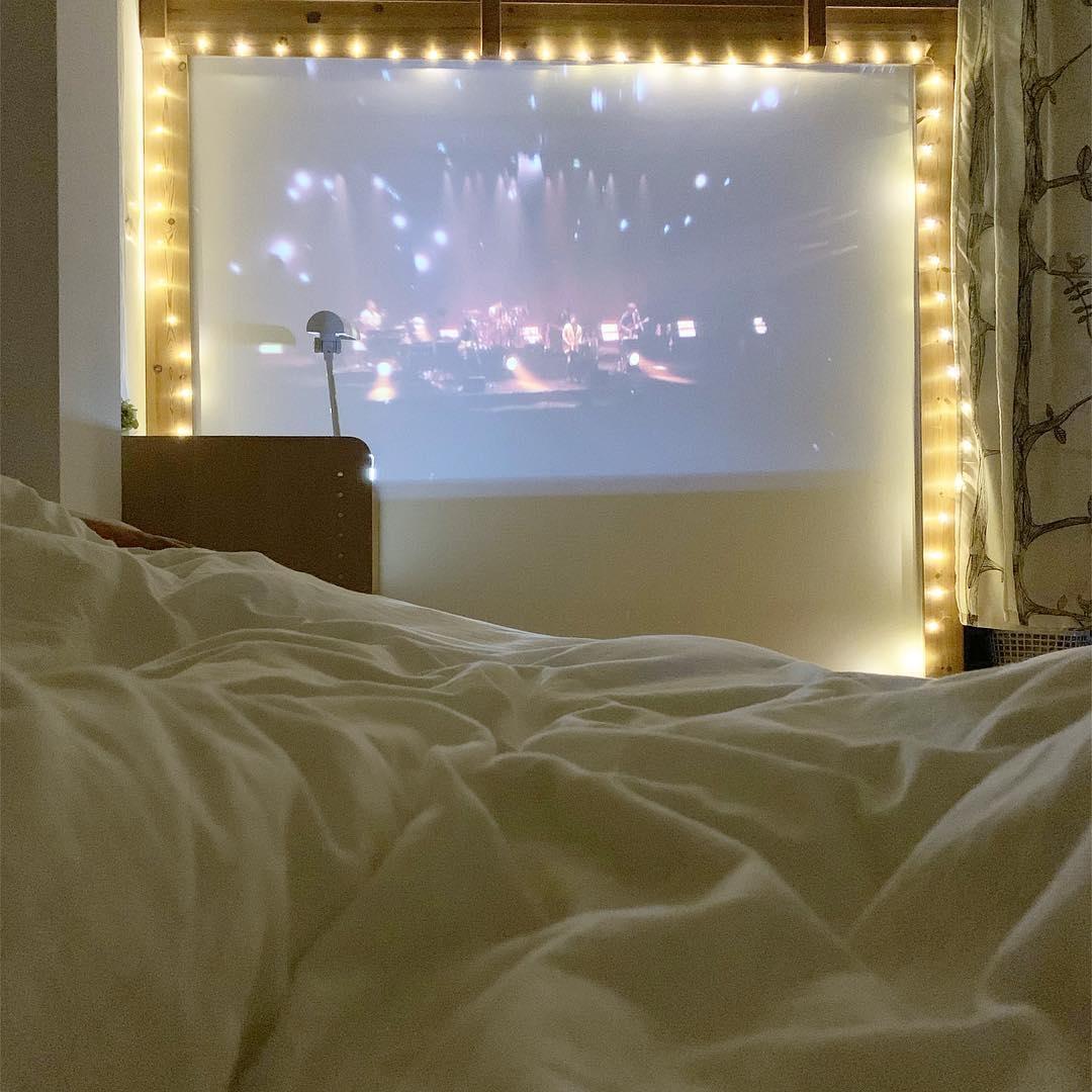 :スクリーン+LEDライト