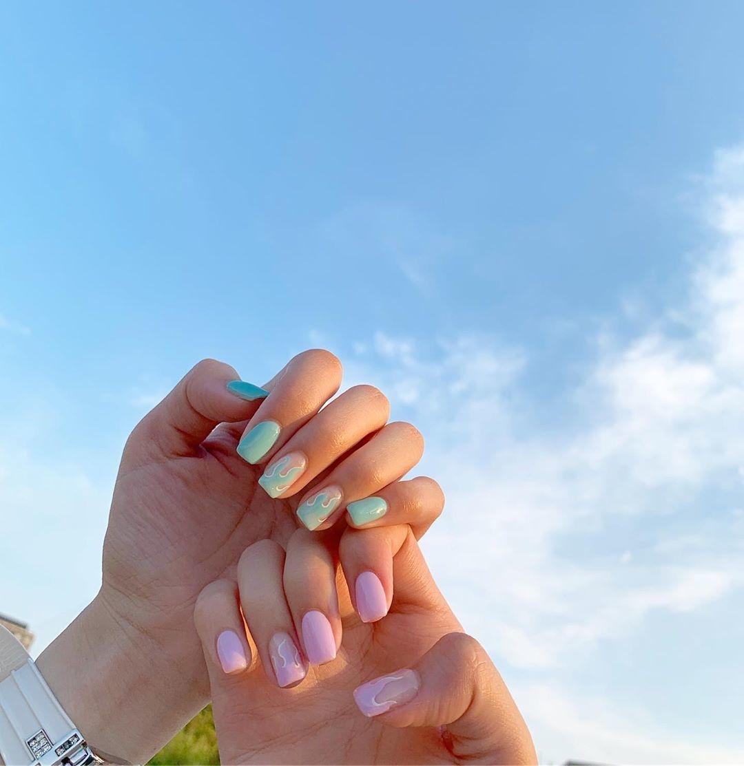 淡いグリーン×ピンクが可愛らしい
