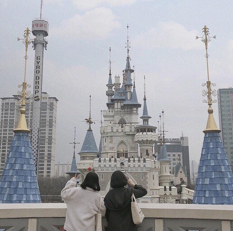 韓国で人気のテーマパークへ遊びに行こう