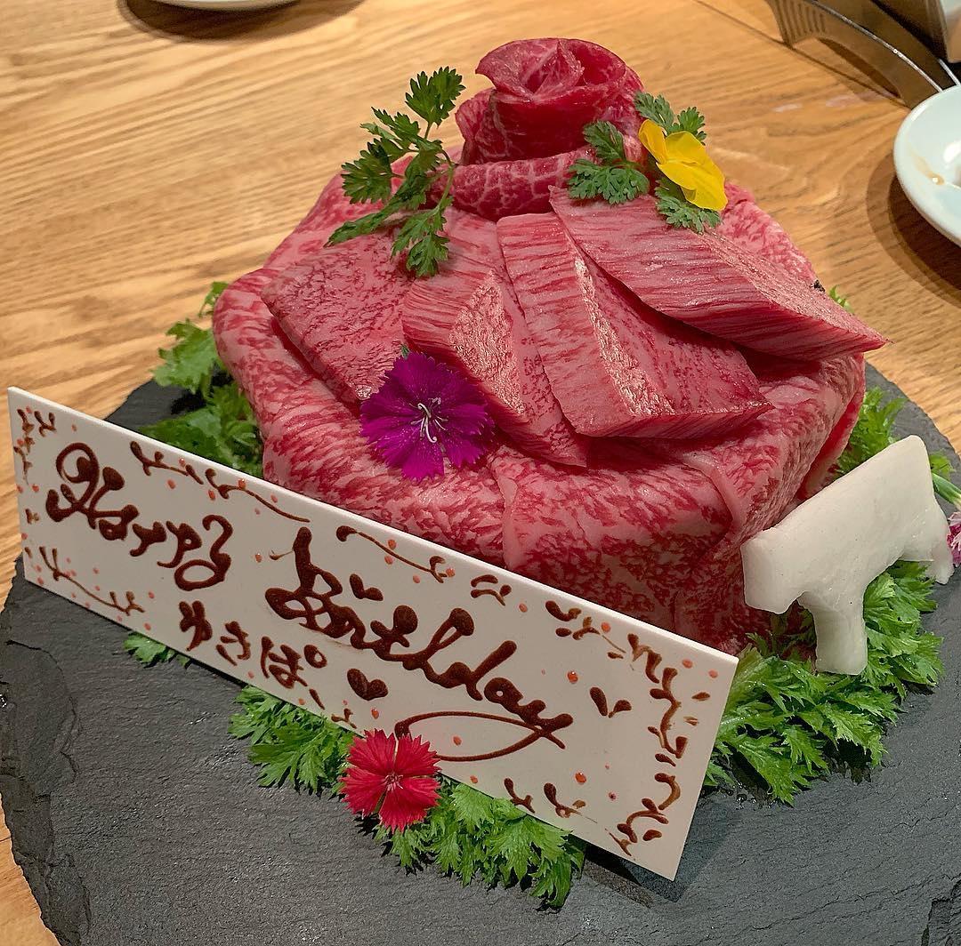 お肉が大好きなあの人のために。誕生日ディナーにオススメな「肉ケーキ」のお店6選