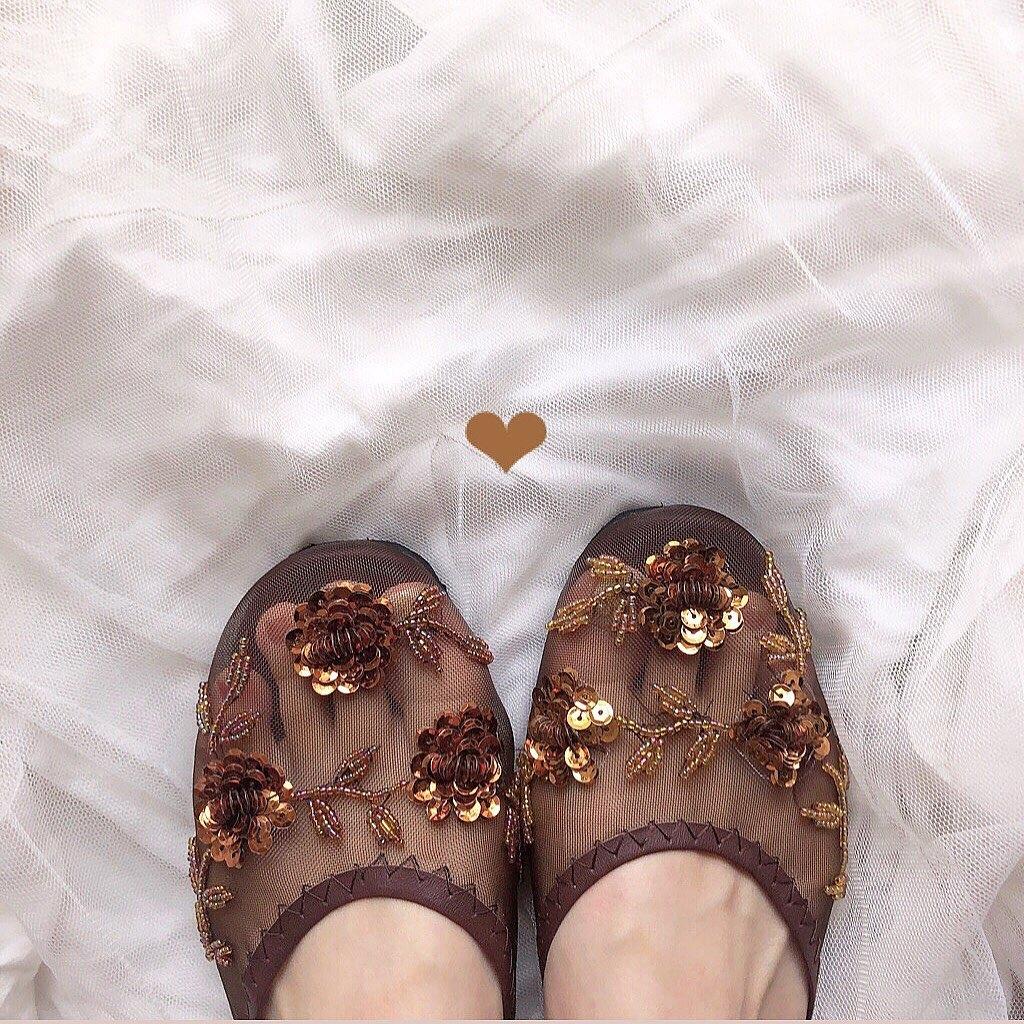 """洗練されたお洒落を叶える魔法の靴?キュートな刺繍、""""ベトナムメッシュサンダル""""の噂"""