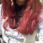 あの赤で魅了して。チェリーレッドのヘアカラーでさくらんぼのような愛らしい女の子に