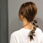 スカーフヘアアレンジを簡単にマスター。いつもの服装も髪型で今っぽ魅せ作戦♡