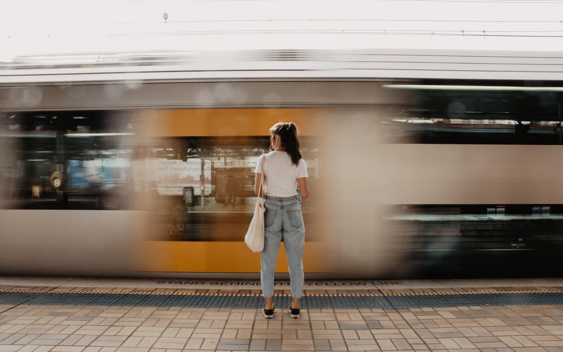 声を掛けたいけど勇気がない。電車の席のスムーズな譲り方と気持ちの持ち方