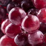 ぷるんと美味しそうな葡萄色女子♡秋のジューシーな色気は旬の味を体に仕込んで