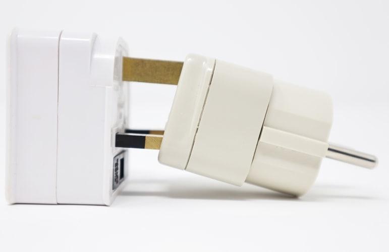 海外での使用には電圧、コンセントの形に注意