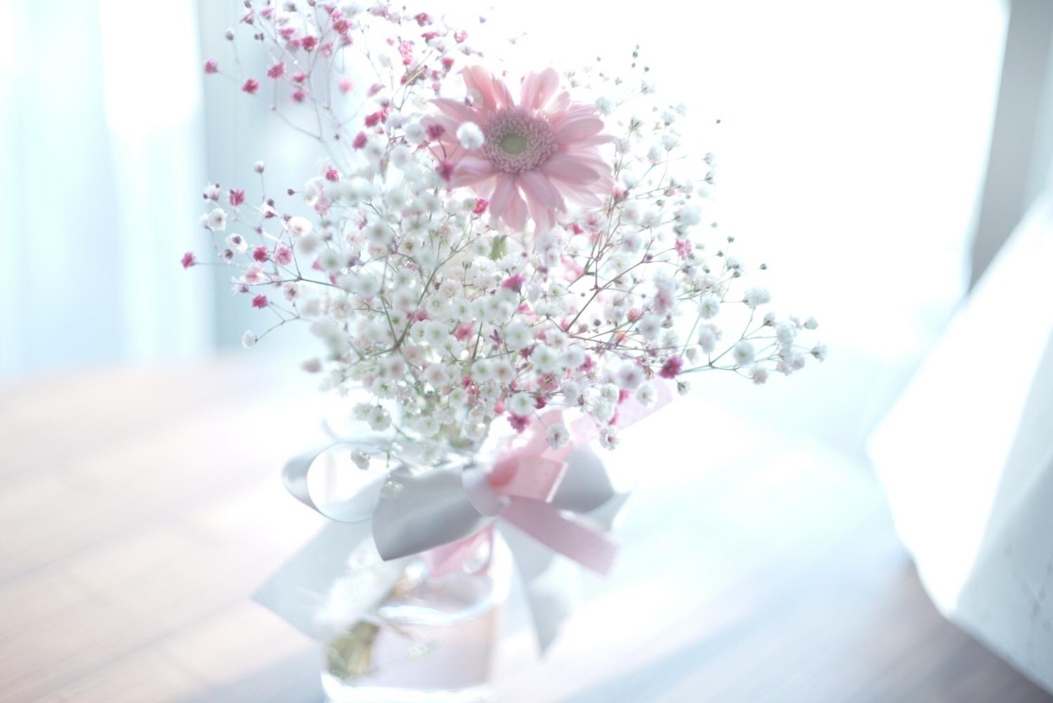 誕生石ならぬ誕生花をモチーフに