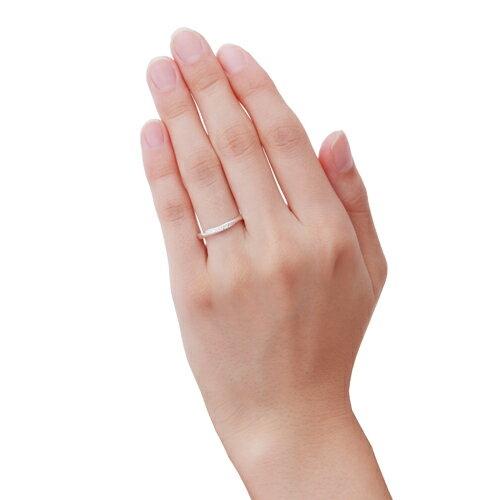 指が長めのあなたには'幅広で個性的'な指輪