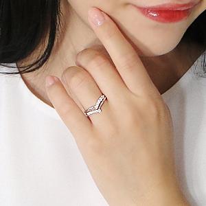 指が太めなあなたには'V字or曲線'のある指輪