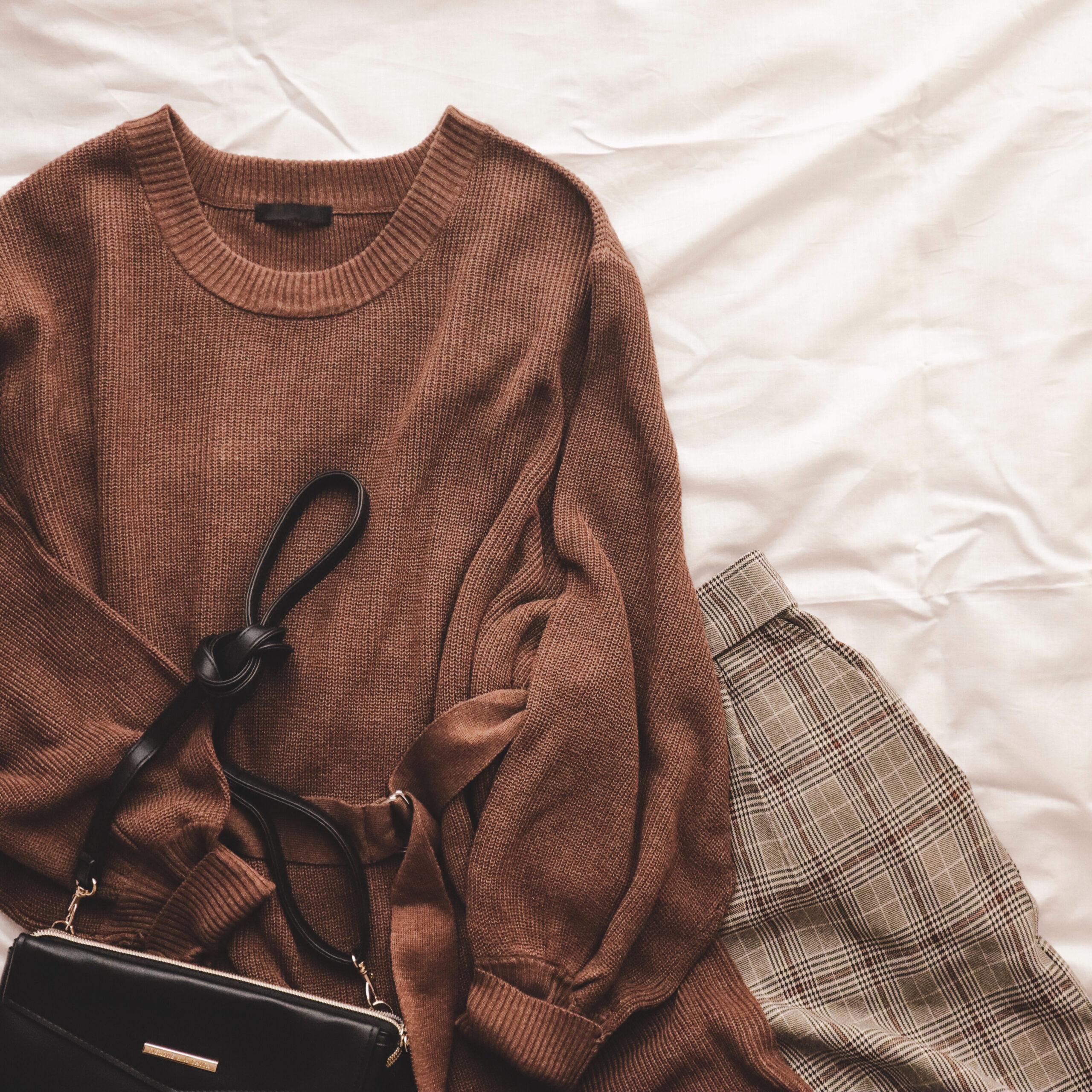 ①ワイドパンツの裾、床につく問題