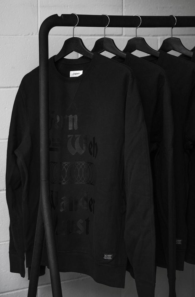 冬服って、黒ばっかり…。