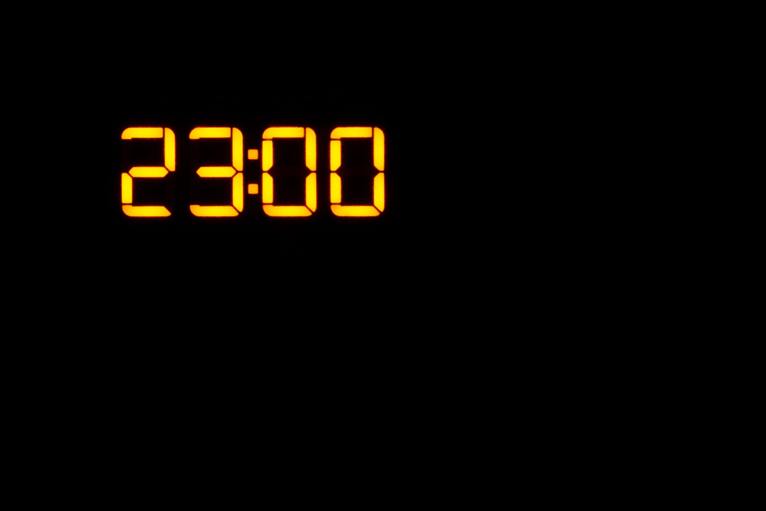 時刻はいつも同じ、23:00