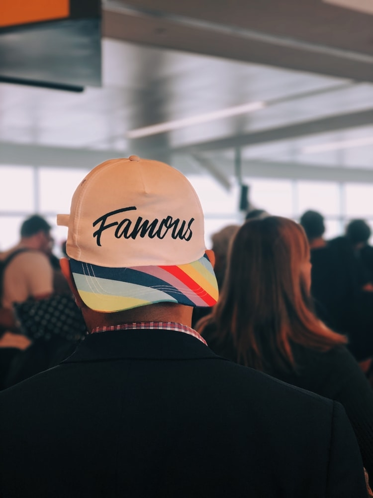 SNSを通して有名になる人が増えている