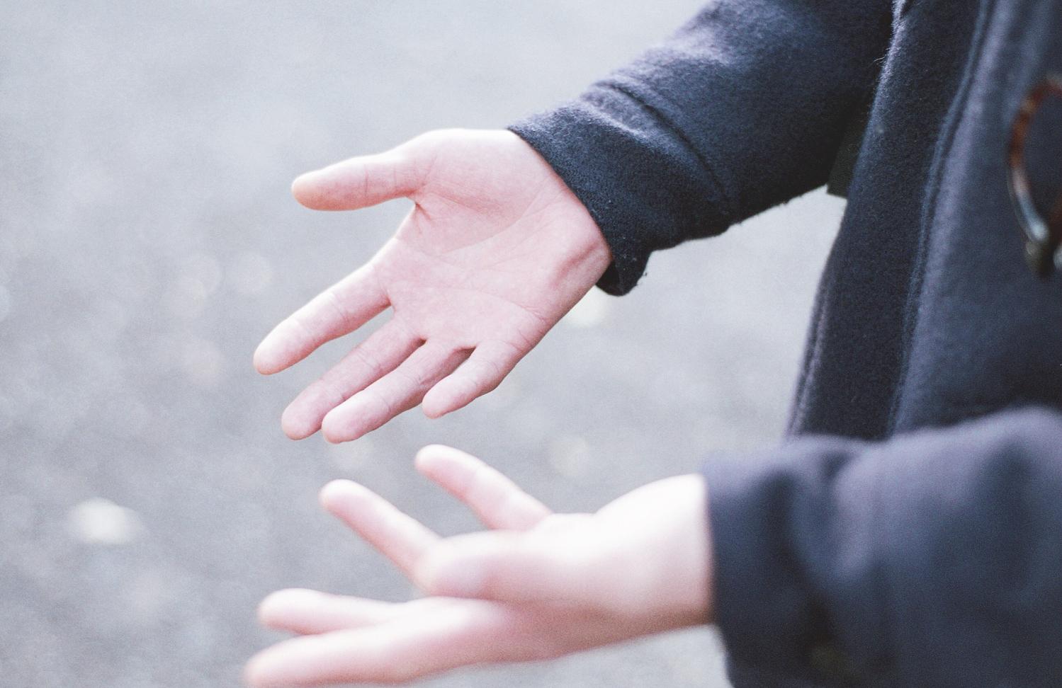 A.手をつなぐことで、もっとキョリを縮めたい