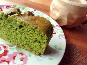 残った卵白を使ってアボカド抹茶パウンドケーキ