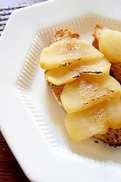 朝食にブランチに、煮リンゴのタルティーヌ