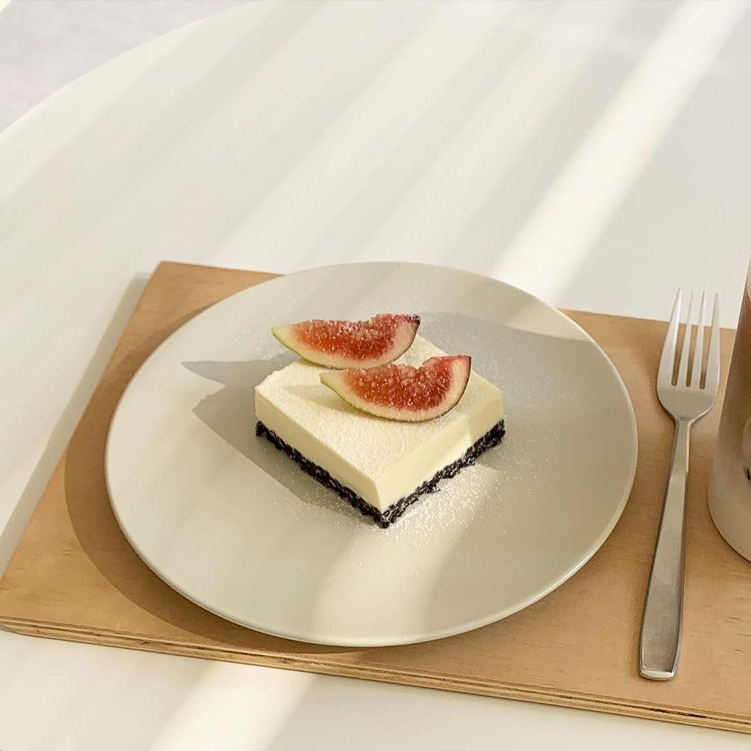 SUMMITで珍しいイチジクケーキを