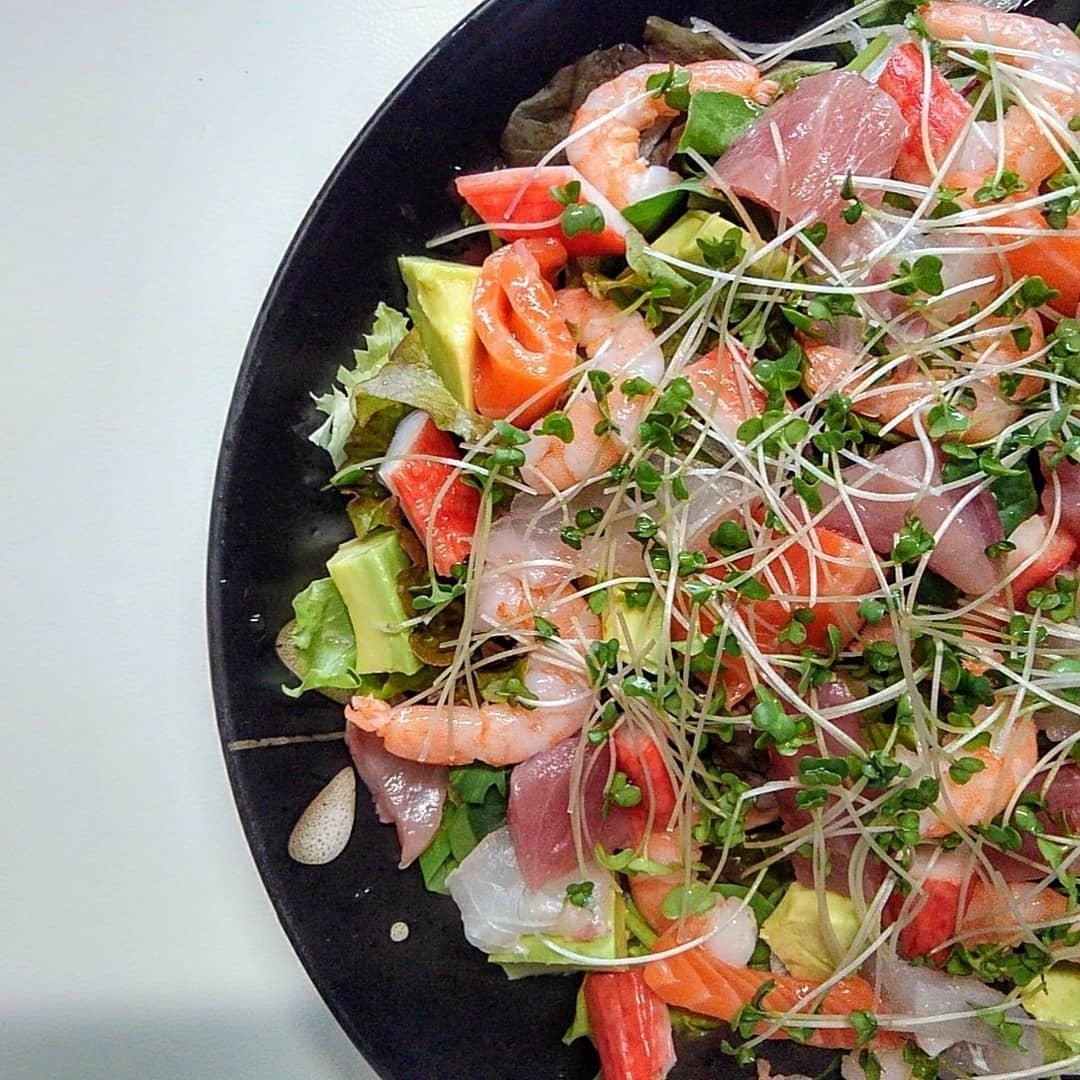 ダイエットのストレスを食にぶつける。リッチな週1の'贅沢サラダ'でやる気チャージ