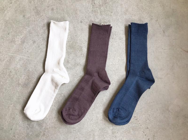 Q:3つの靴下からどれを選びますか?