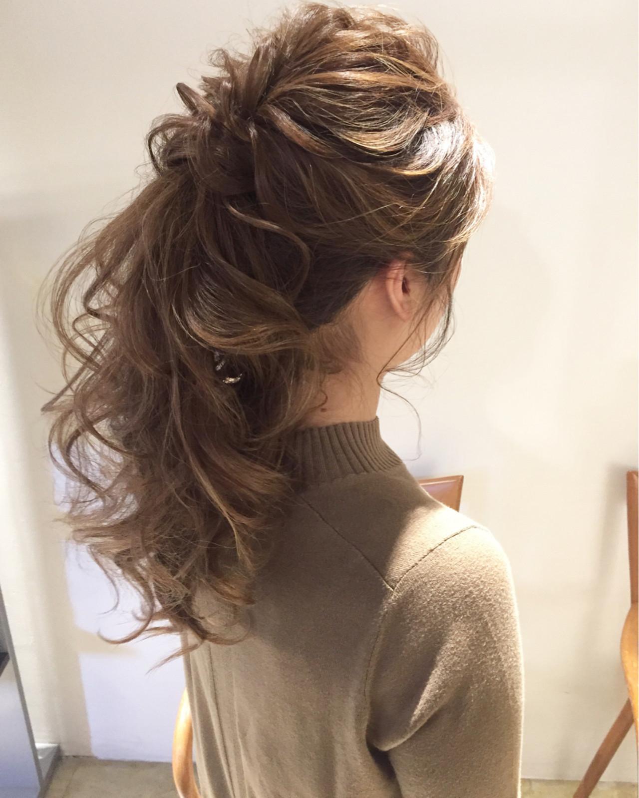 髪全体を程よく崩してこなれ感を