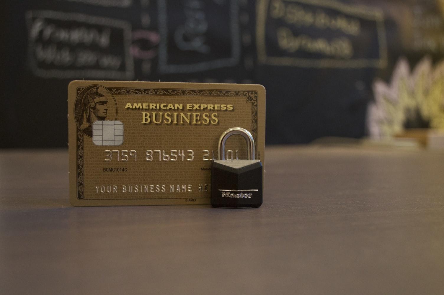 チャージはクレジットカードで