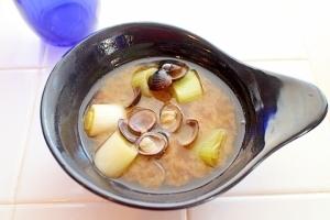 大きめ葱で満足感アップ♪しじみのお味噌汁