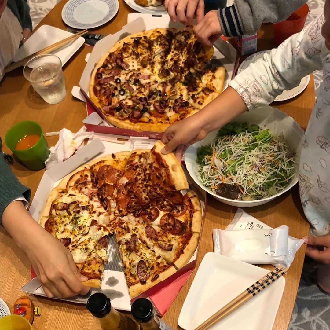ハズレ無しの王道:ピザパーティー
