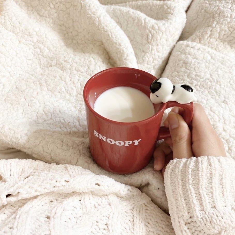 ホットドリンクや常温の飲み物を飲む
