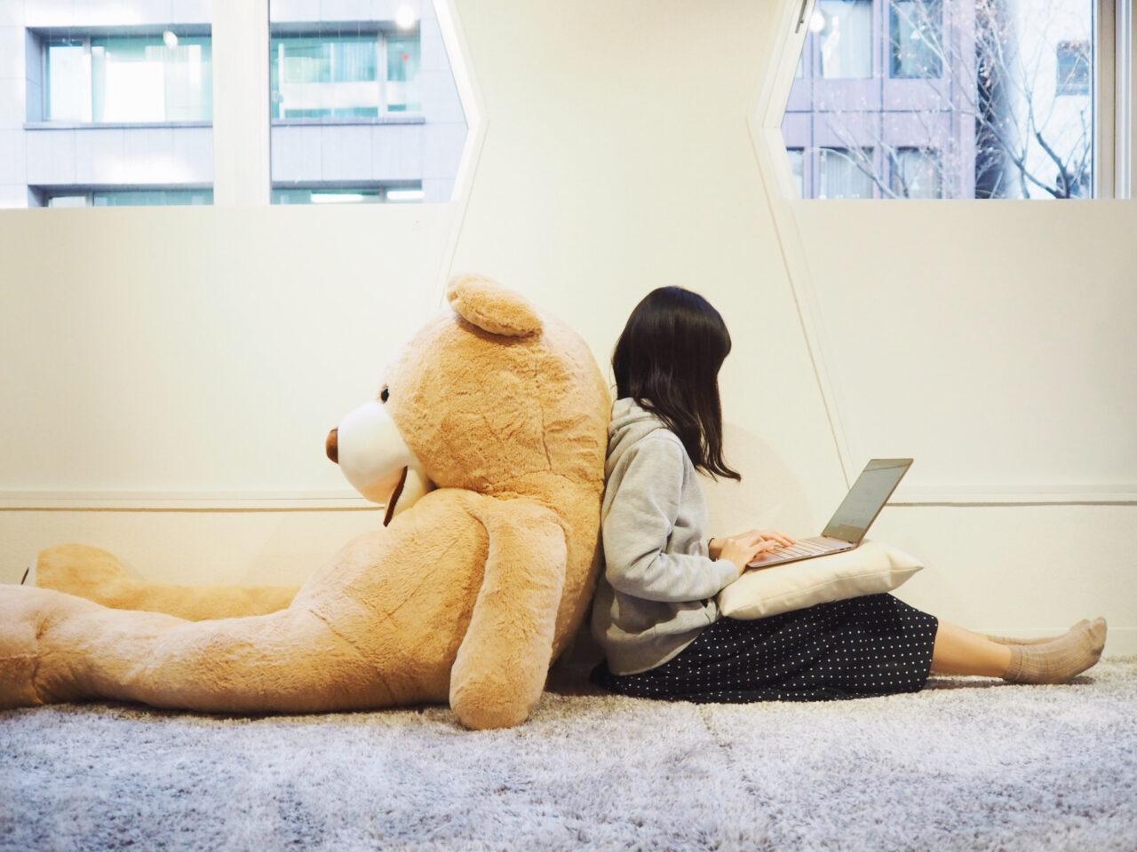 頑張る女の子の味方はノマドカフェ。ゆったり空間でPC作業をしたい人へのオススメ5選