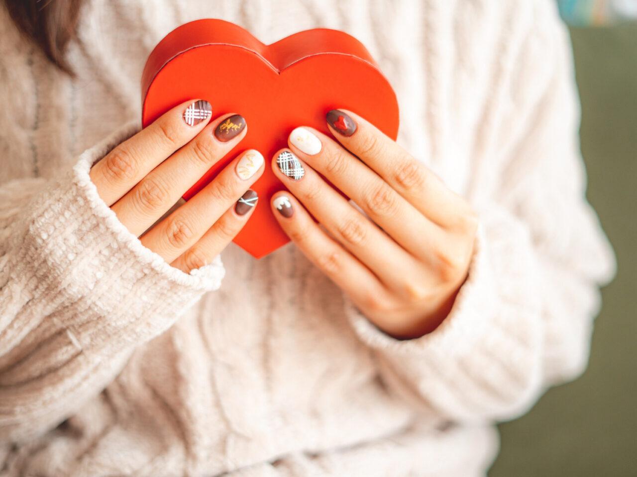 季節感は指先に閉じ込めよう。クリスマス・お正月・バレンタインのネイルデザイン