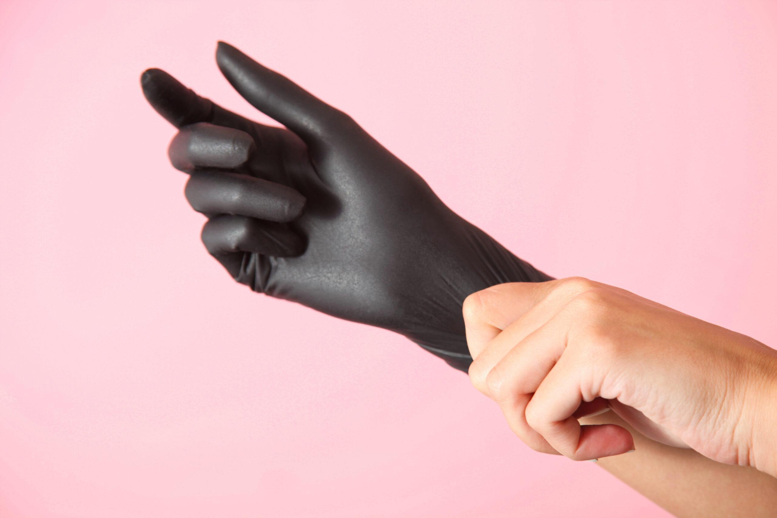 :染めるときは手袋をつけて