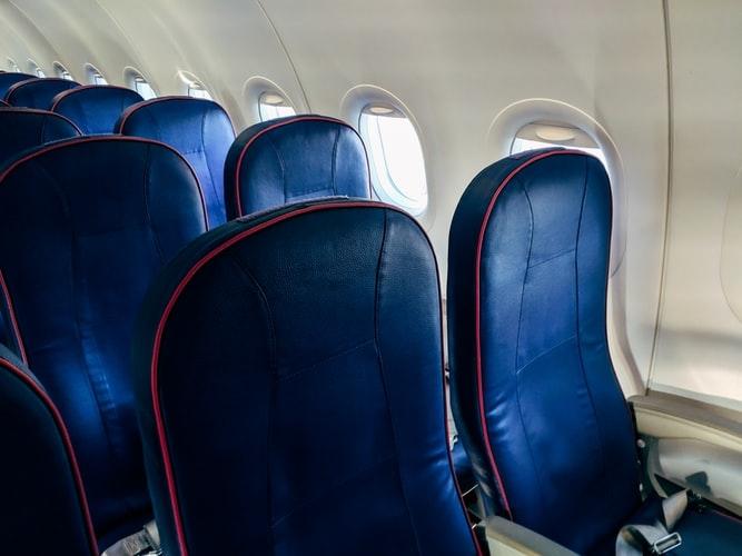 飛行機の端席は譲り合い・順番