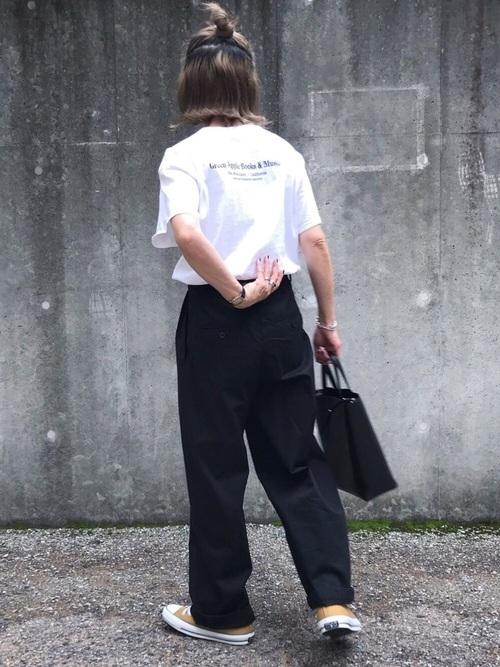①メンズライクな白Tシャツ×ワークパンツ