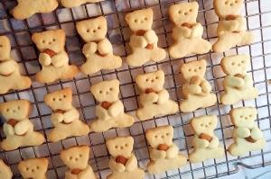 プレゼントに☆抱っこクマクッキー