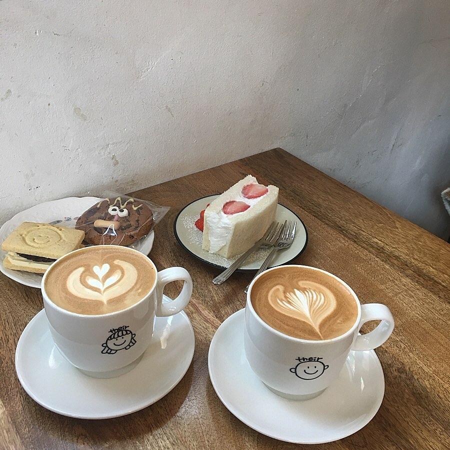 their coffee @弘大