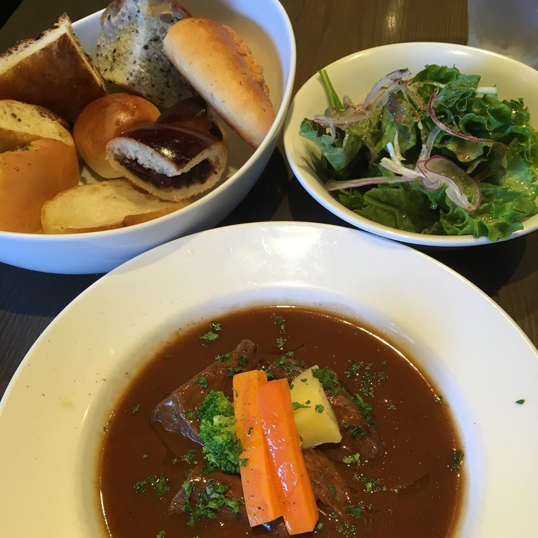 焼き立てのパンが美味しい   COGS DINING KAGURAZAKA