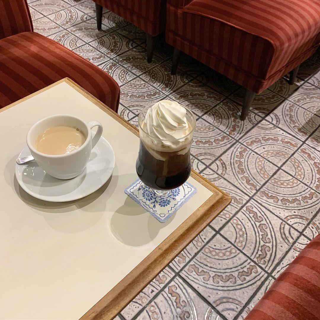 いつかブラックを飲める人になりたくて。一歩大人に近づくウインナーコーヒー5選