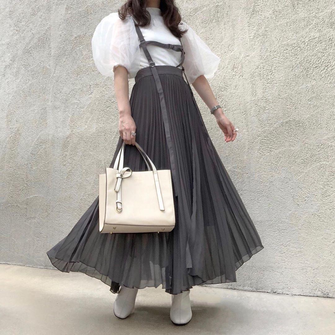ふわり、と揺れるスカートにうっとり。美人オーラを纏えるアイテム&コーデ案